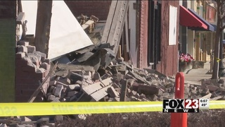 Car slams into Collinsville cafe