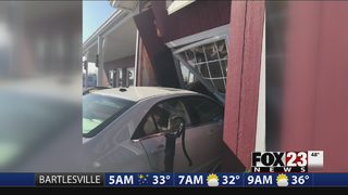 Car crashes into Chouteau