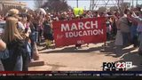 VIDEO: Teachers arrive to the state Capitol after a week march