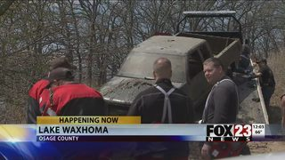 VIDEO: Possibly stolen cars pulled from Waxhoma Lake