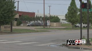 Police looking for suspect in downtown Tulsa stabbing