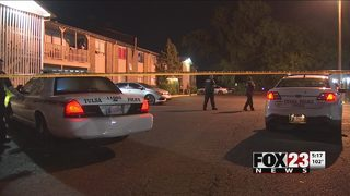 Man shot outside south Tulsa apartment complex