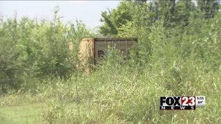 VIDEO: Deputies search for two men accused of breaking into Tulsa storage container
