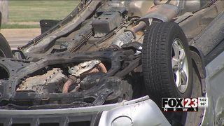 Police chase ends with crash in east Tulsa