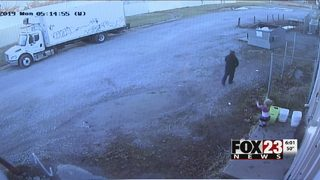 Man accused of bringing toddler along to break into Tulsa business