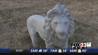 Sand Springs couple seeks return of stolen lion statue