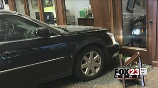 Car crashes into Bank of Commerce in Catoosa
