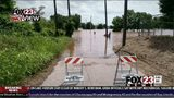 VIDEO: West Tulsa neighbors take flooding precautions